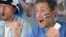 Argentinska fotbollsupportrar som firar landslagframgång i konkurrens lager videofilmer