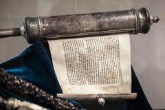 Argento non imballato del rotolo di Torah fotografia stock libera da diritti