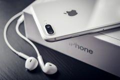 Argento più di iPhone 8 di Apple Fotografia Stock Libera da Diritti