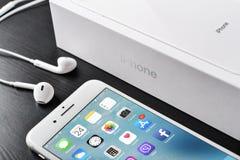 Argento più di iPhone 8 di Apple Immagine Stock Libera da Diritti