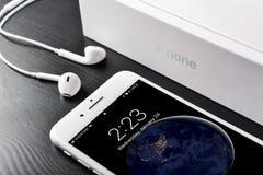 Argento più di iPhone 8 di Apple Fotografia Stock