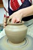 Argila de modelagem Potenciômetro feito a mão da argila O assobio fotografia de stock