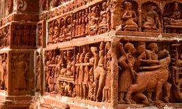 A argila fez a estátua a fotografia do fundo da parede do templo antigo Fotos de Stock