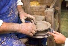 Argila sculpting de formação Imagens de Stock