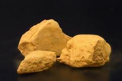Argile - la roche sédimentaire à grain fin, a saturé la couleur jaune image stock
