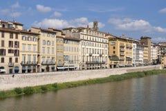 Argine del fiume di Florence Arno Fotografia Stock Libera da Diritti