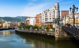 Argine del fiume di Ibaizabal Bilbao, Spagna Immagini Stock