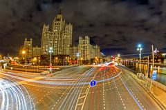 Argine del fiume di Mosca alla notte Fotografie Stock
