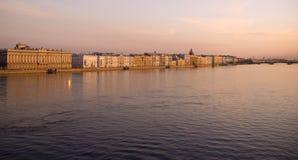 Argine del fiume di Neva Immagini Stock