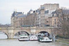 Argine del fiume la Senna a Parigi Fotografie Stock Libere da Diritti