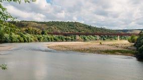 Argine del fiume Zezere, in Constancia, il Portogallo Fotografie Stock Libere da Diritti