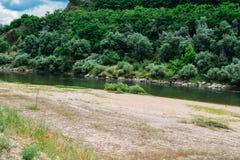Argine del fiume Zezere, in Constancia, il Portogallo Immagine Stock