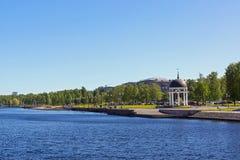 Argine del lago city di estate Immagini Stock
