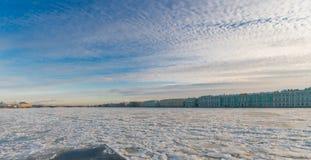 Argine del palazzo, palazzo di inverno & x28; Hermitage& x29; Fotografia Stock Libera da Diritti
