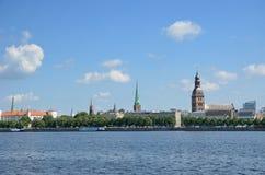 Argine del ` s di Daugava della città lettone Riga Fotografie Stock