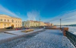 Argine dell'università, palazzo dell'imperatore Pietro Romano Fotografia Stock