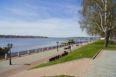 Argine della città di Kostroma Fotografia Stock Libera da Diritti