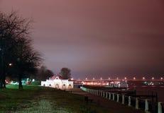 Argine di notte del Volga in Kostroma Immagine Stock