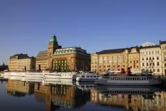Argine di Stoccolma con le barche Immagini Stock Libere da Diritti