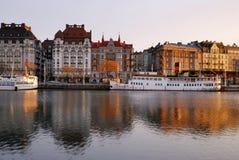 Argine di Stoccolma con le barche Fotografie Stock Libere da Diritti