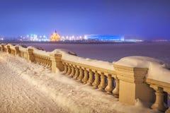 Argine e Alexander Nevsky di Volga fotografie stock libere da diritti