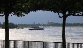 Argine il Reno in Düsseldorf fotografia stock libera da diritti
