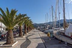 ARGOSTOLI, KEFALONIA GRECJA, MAJ, - 26 2015: Panorama bulwar miasteczko Argostoli, Kefalonia, Grecja Fotografia Stock