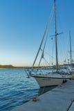 Argostoli, Kefalonia, Griekenland - Mei 25 2015: Jacht op haven van stad van Argostoli, Kefalonia, Griekenland Royalty-vrije Stock Afbeelding