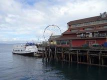 Argosy-Boot parkte an den Docks des Piers Stockfotos