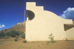 Argt katolskt kapell för helgedom som inspireras av öppenhjärtig L Wright i Sedona Arizona fotografering för bildbyråer