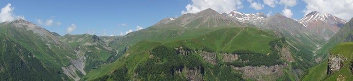 Argt passerande, Kaukasus berg, Georgia Royaltyfria Bilder