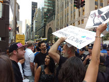 Argument bland personer som protesterar, NYC, NY, USA Royaltyfri Foto