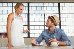 Argument between a waitress and a client Royalty Free Stock Photos