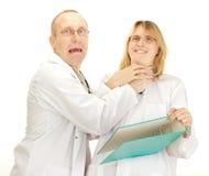 Argumentation de deux médecins Images stock