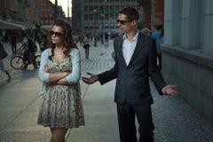 Argumentation des couples image stock
