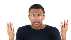 Argumentation du hurlement fâché d'homme de couleur Photographie stock libre de droits