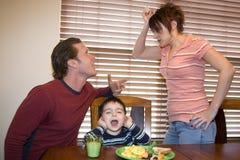 argumentera föräldrar Arkivfoton