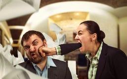 Argumentera för Businesspeople royaltyfri foto