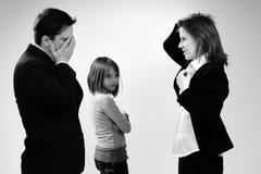 Argumentierende Geschäftsleute und Kindhören Stockbilder