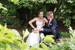 Argumentierung mit einander Braut und Bräutigam Lizenzfreie Stockbilder