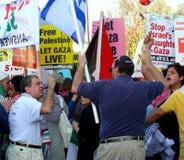 Argumento en la marcha de paz Fotografía de archivo libre de regalías