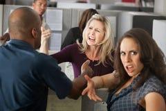 Argumentos entre los compañeros de trabajo Foto de archivo libre de regalías