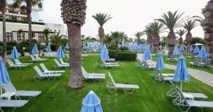 Argumentos hermosos del hotel, paraíso tropical metrajes
