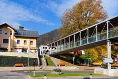 Arhitectural detalj i den Bischofshofen staden i en höstdag royaltyfri fotografi