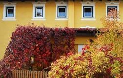 Arhitectural szczegół w Bischofshofen miasteczku w jesień dniu zdjęcie royalty free
