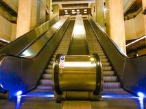 Arhitecture de las escaleras móviles Fotografía de archivo