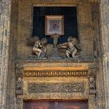 arhitektury大教堂有历史的喀山纪念碑 大教堂圆屋顶isaac ・彼得斯堡俄国s圣徒st 雕塑和象在门的右翼 库存图片