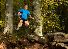 Arhlete in het trailrunning Royalty-vrije Stock Foto's