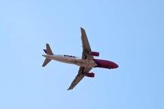 Aria Airbus A320 di Wizz Fotografie Stock Libere da Diritti