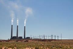 Aria di inquinamento della centrale elettrica in deserto immagini stock libere da diritti